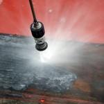 Entschichten und Entrosten mit Höchstdruckwasserstrahlgerät